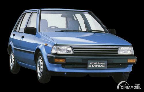 Gambar menunjukkan generasi ketiga dari Toyota Starlet