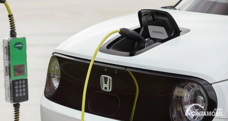 Gambar menunjukan Mobil listrik Honda