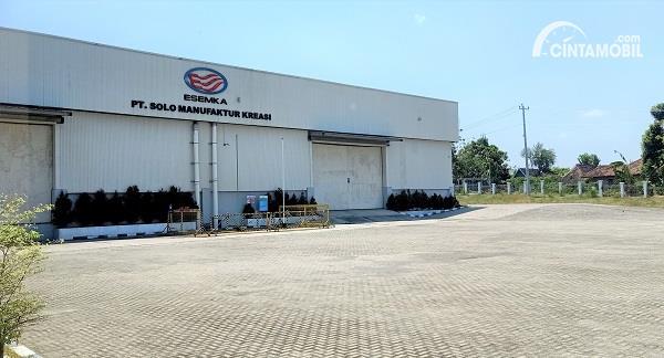 Foto menunjukkan suasana di luar Pabrik Esemka Boyolali