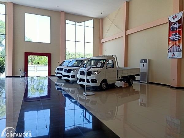 Foto Esemka Bima 1.3 di dalam dealer Esemka Boyolali