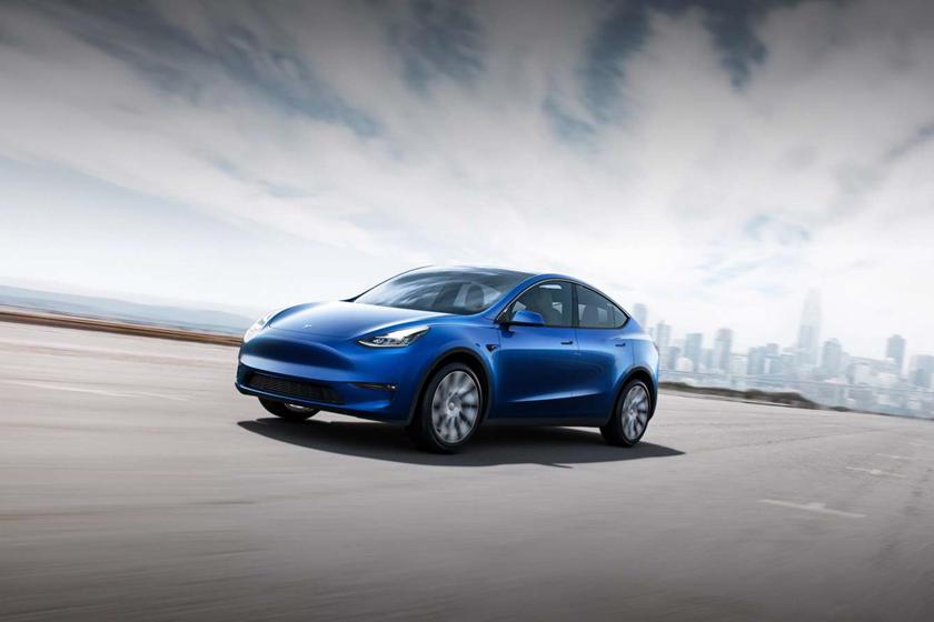 Bukan Pakai Remote, Mobil Tesla Bisa Dipanggil Lewat Pikiran Manusia