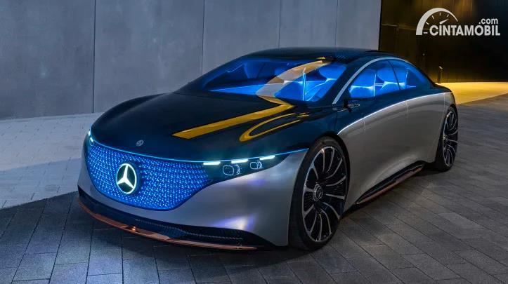 mobil baru Mercedes-Benz S-Class berwarna hitam