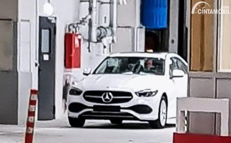 Desain Depan Mercedes-Benz C-Class Terungkap Tanpa Kamuflase