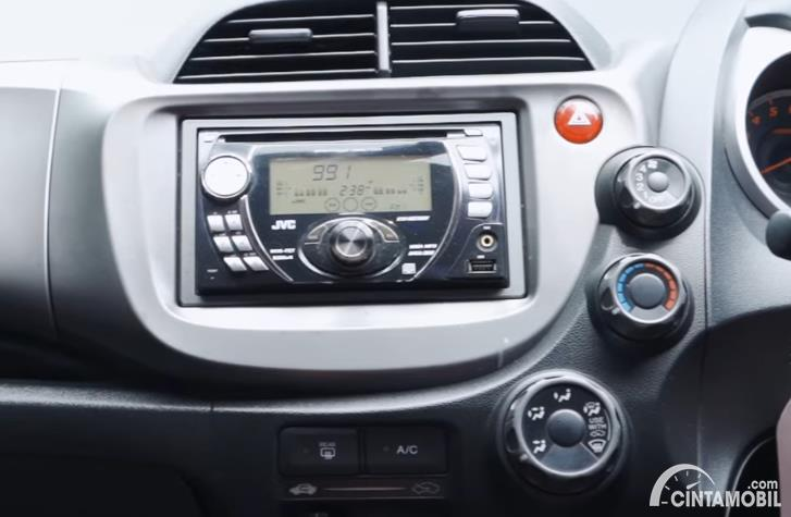 head unit Honda Jazz S MT 2010 berwarna hitam
