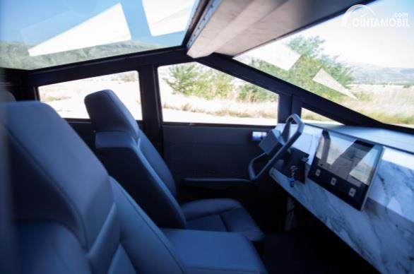 Gambar menunjukan Replika Tesla Cybertruck
