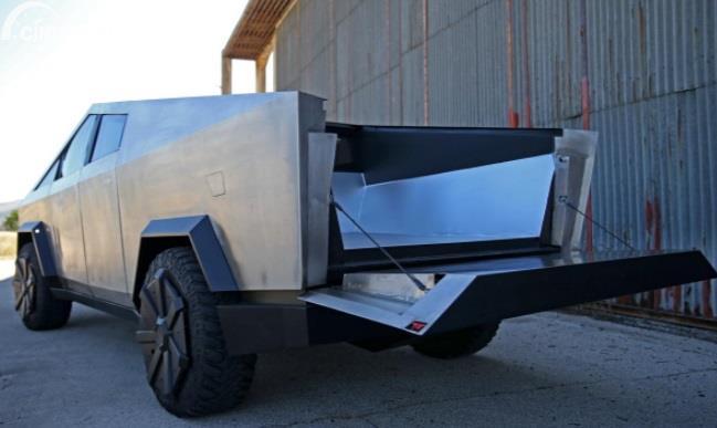 Gambar menunukan Replika Tesla Cybertruck