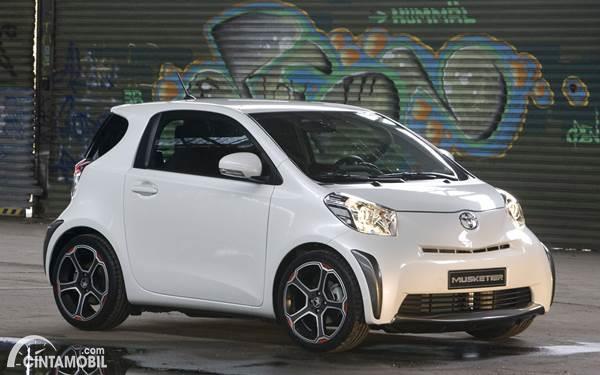 Toyota iQ dijual