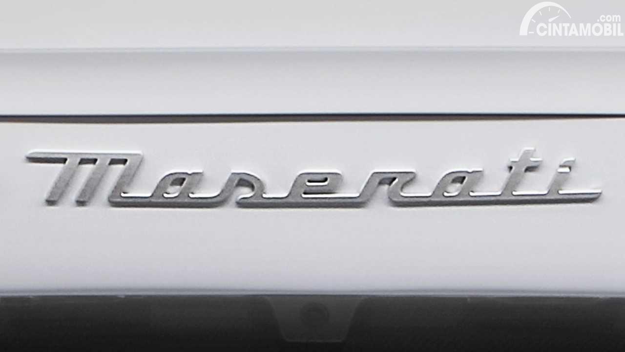 font baru Maserati berwarna perak