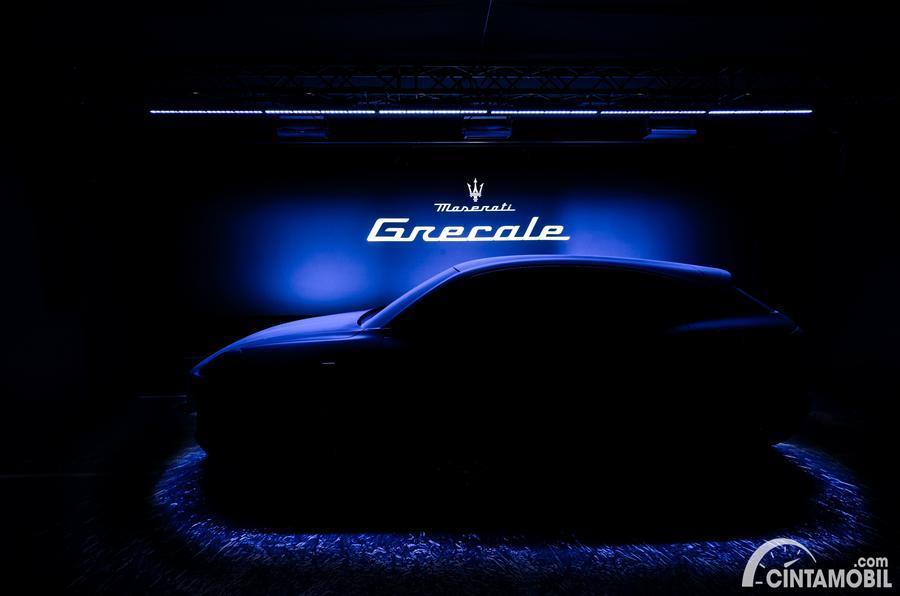 SUV Maserati Grecale dalam siluet berwarna hitam