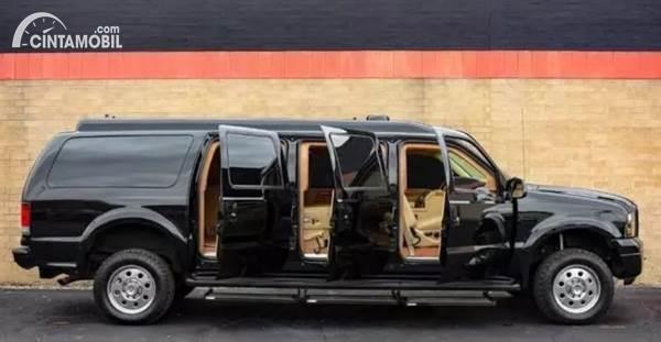 Ford Excursion Limousine anti peluru