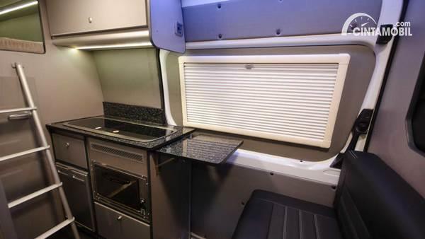 Mercedes-Benz Sprinter Camper Van oven