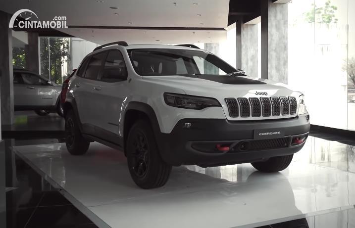 Jeep Cherokee Trailhawk 2020 berwarna putih