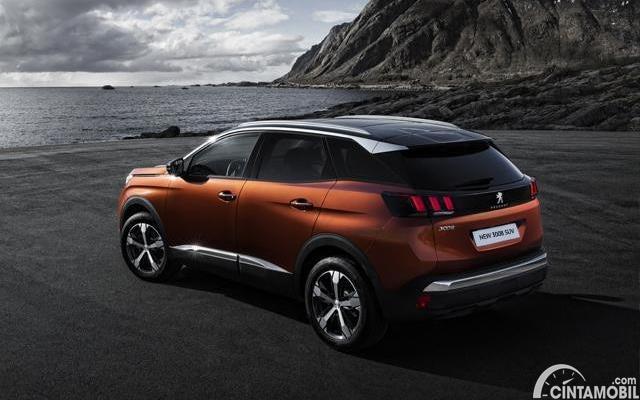 tampilan samping Peugeot 3008 Allure Plus 2020 berwarna cokelat