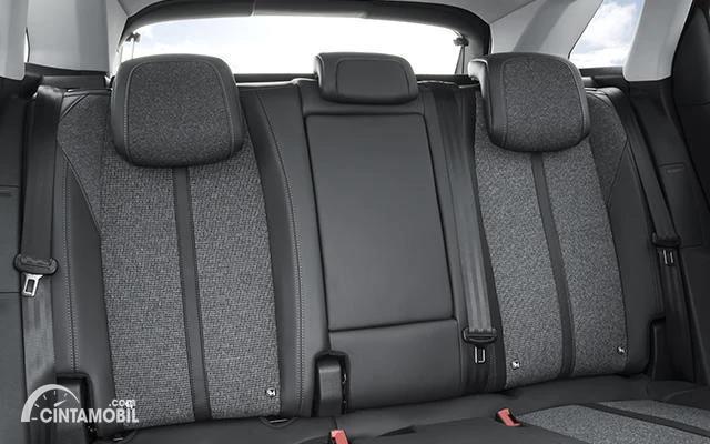 kursi Peugeot 3008 Allure Plus 2020 berwarna hitam