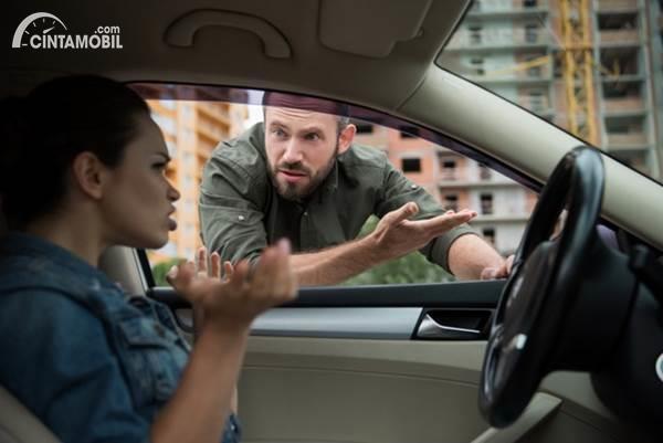 Cekcok pengemudi di jalan raya