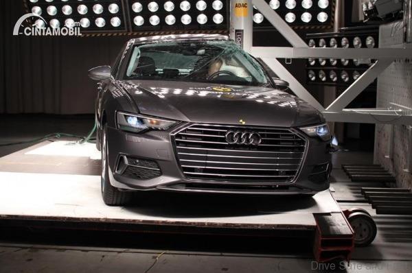 Gambar crash test Audi A6