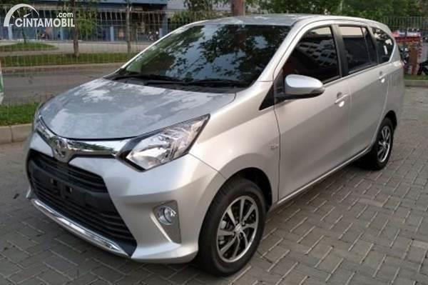 Toyota Calya warna silver