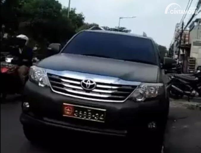 mobil dinas TNI di videoberdurasi 2 menit