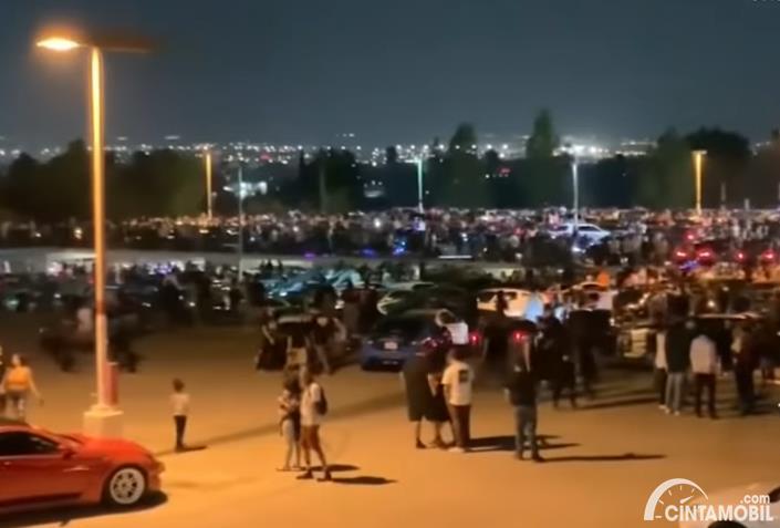 pameran mobil di California yang dihadiri 3.000 orang