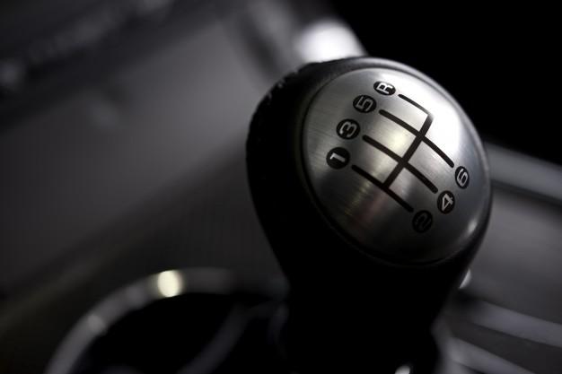 Mobil bertransmisi manual