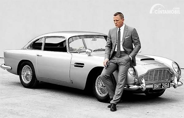 Aston Martin DB5 klasik