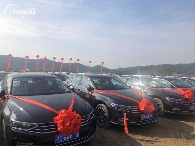 deretan mobil baru di China berwarna hitam