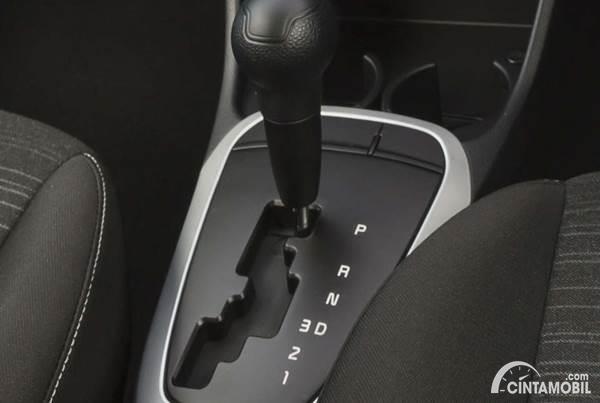 Tuas Transmisi Mobil Matic