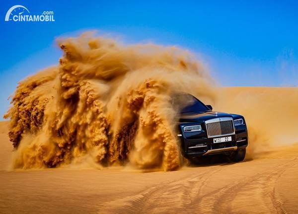 Ngeri, Ini Pembuktian Rolls-Royce Cullinan di Gurun Pasir