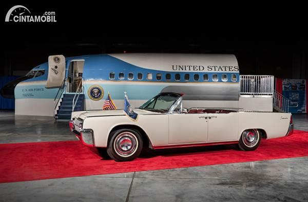 Lincoln Continental Limousine JFK