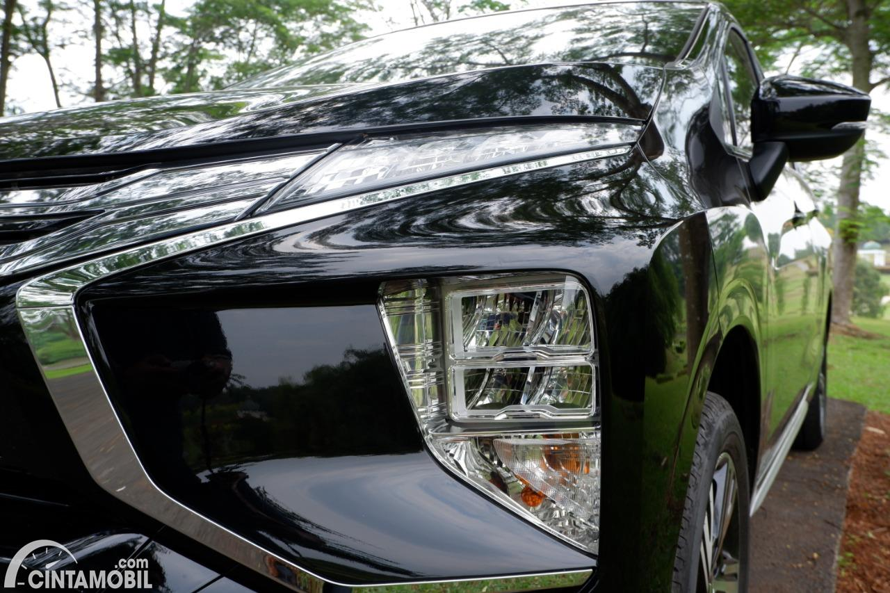 Foto headlamp Mitsubishi Xpander Sport AT 2020