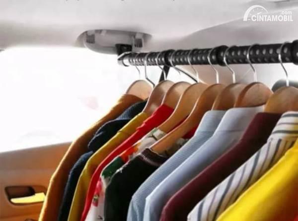 Pakaian di Mobil