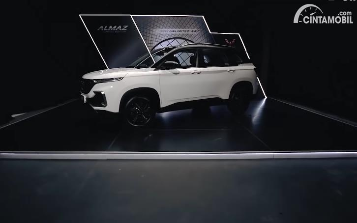 Wuling Almaz Limited Edition 2020 berwarna putih