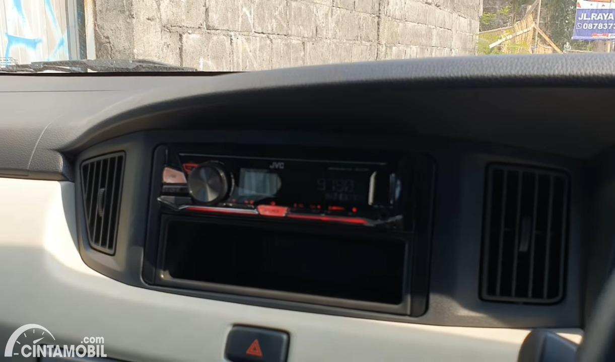 Gambar In-Car Entertaiment System Daihatsu Sigra 1.0 D M/T 2019