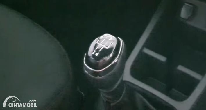 Gambar tuas transmisi Renault Kwid 2020