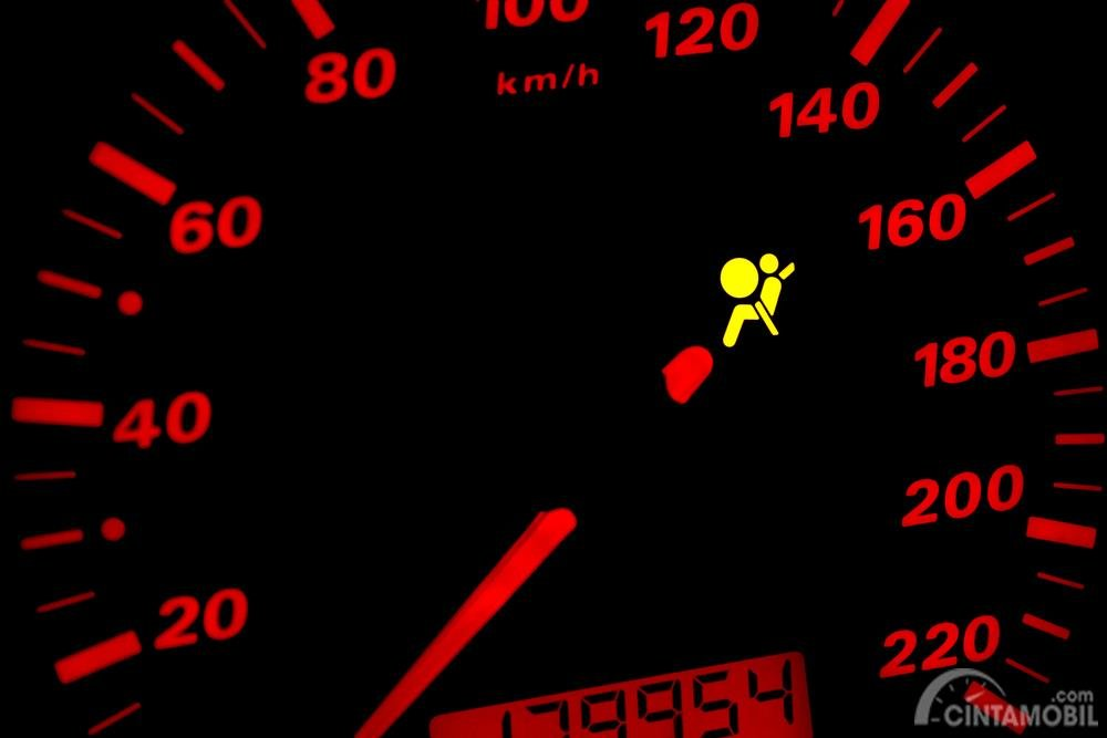 indikator airbag pada dashboard mobil