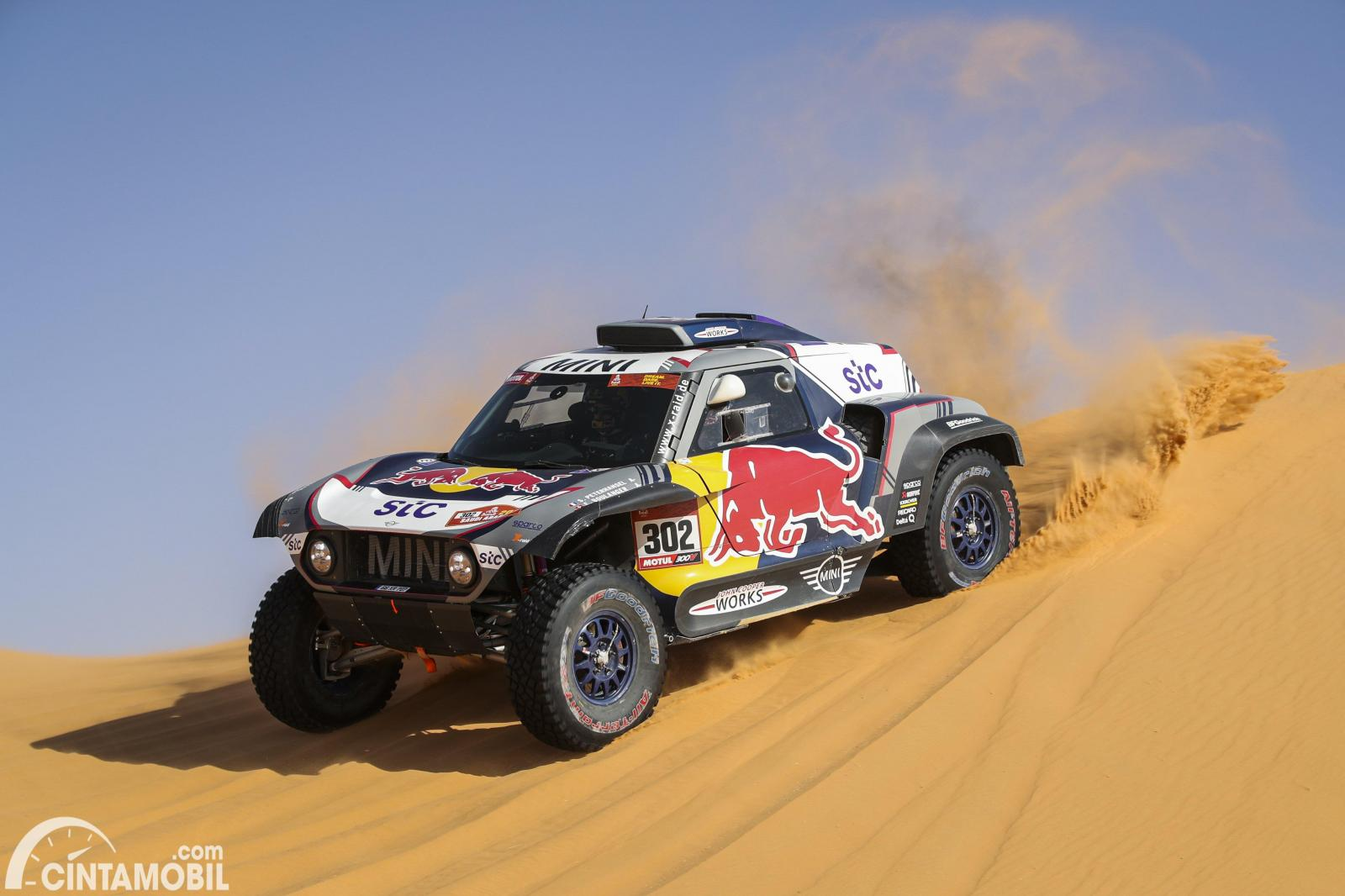 Stephane Peterhansel mengendarai MINI X-Raid JCW Buggy #302 di Dakar 2021 Stage 6