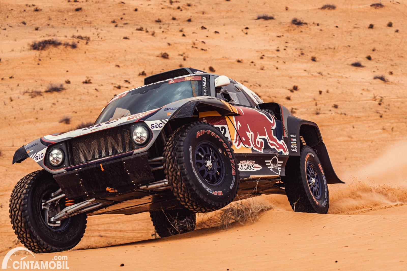 Stephane Peterhansel beraksi di Dakar 2021 Stage 7