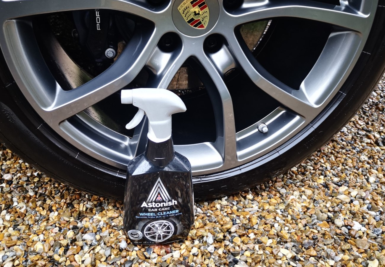 Foto menunjukkan Pembersih velg Antonish Car Care Wheel Cleaner