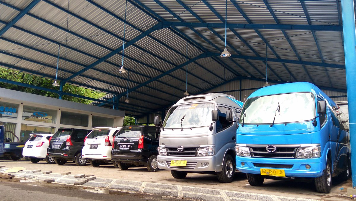 Foto mobil di rental Sabila Transport