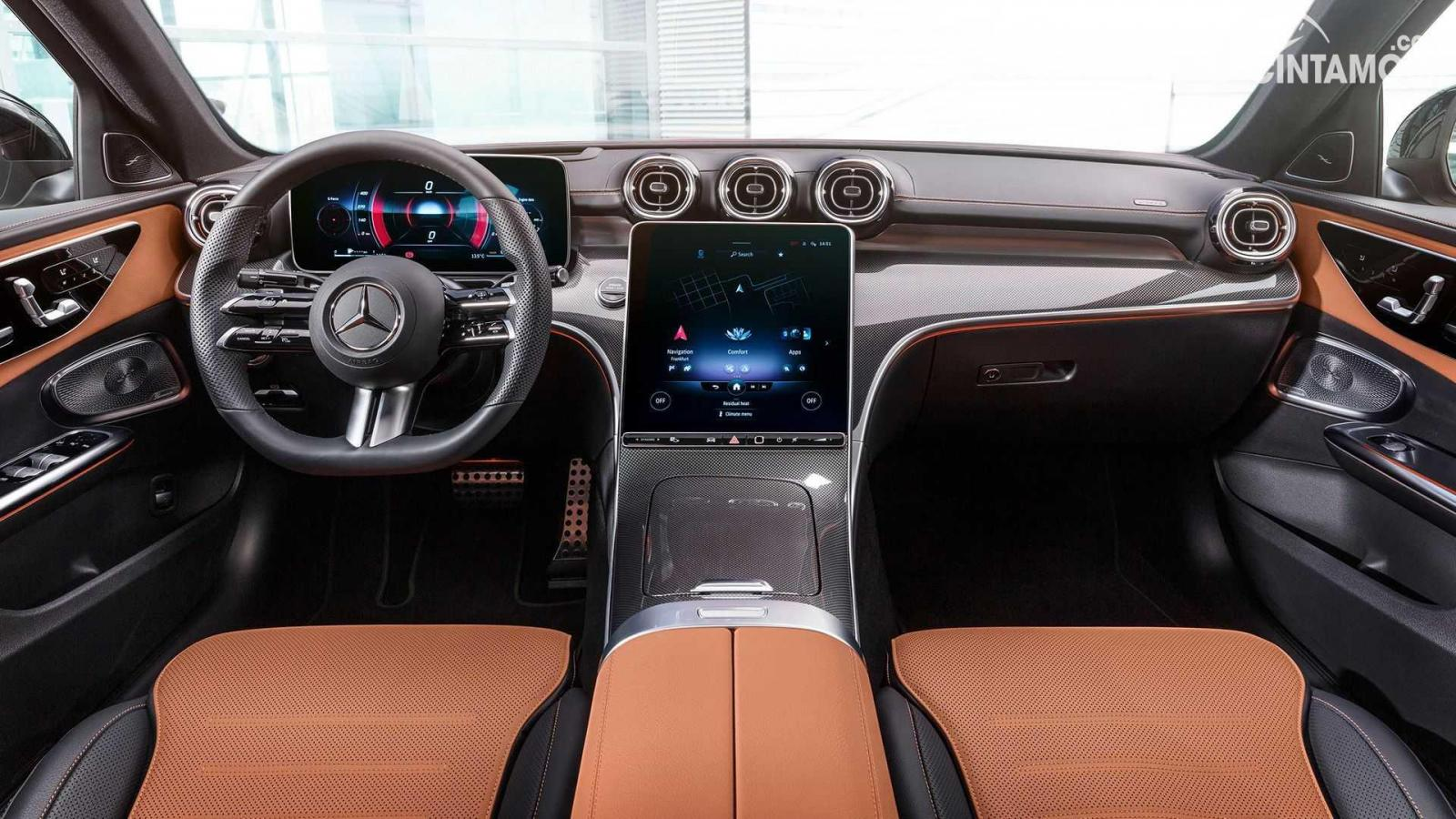 Dashboard Mercedes-Benz C-Class 2021 berwarna hitam