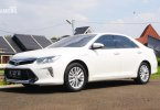 Review Toyota Camry 2.5 Hybrid 2015: Sedan Hemat yang Nyaman