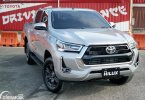 Review Toyota Hilux 2.4 V 4x4 AT 2020: The Most Luxurious And Tough Workhorse?