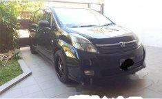 Toyota ISIS 2005 East Java Automatic