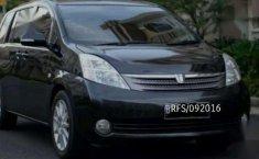 Toyota Isis Platana 1.8 VVTi Touring Ltd. Edition CBU