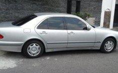 Mercedes-Benz 260E tahun 2001