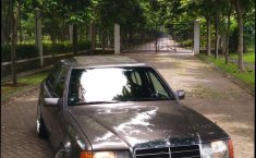 Mercedes Benz 260E Automatic 1990