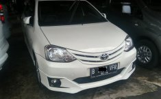 Toyota Etios Manual Putih 2013