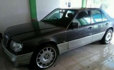 Jual Mobil Mercedes-Benz 300 1987