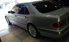 2001 Mercedes-Benz 260E Classic