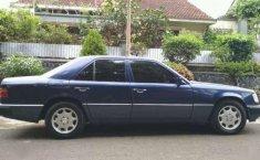 Dijual mobil Mercedes-Benz 230E 1992